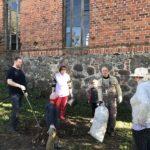 Жители поселка Ермаково провели генеральную уборку в храме