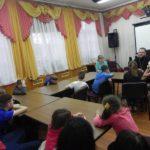 Священник посетил детский приют в Правдинске